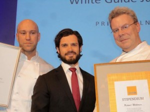 Even Bakke wins award School-chef of the Year, Even to the left.